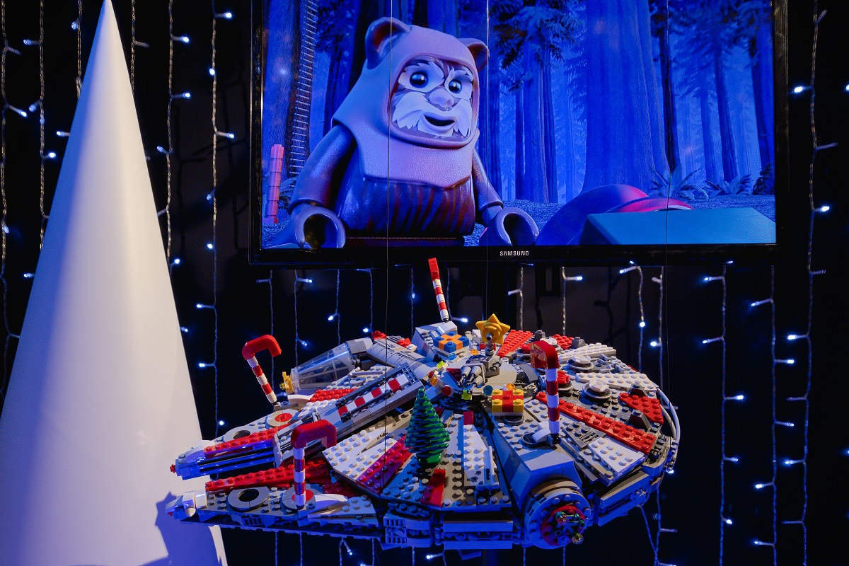 LEGO Star Wars Holiday Windows - at the Empire State Building