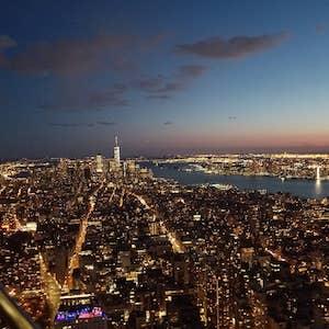 ニューヨーク、エンパイアステートビルディングから夜景