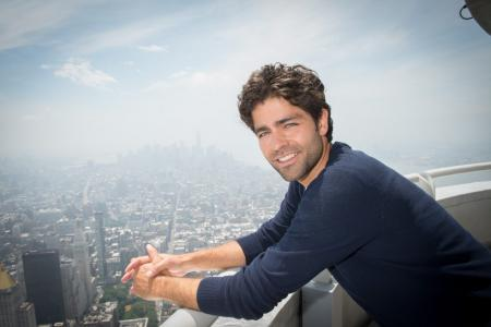 Adrian Grenier visits the Empire State Building