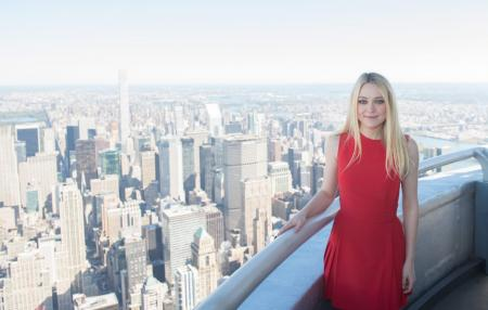 Dakota Fanning visits the Empire State Building
