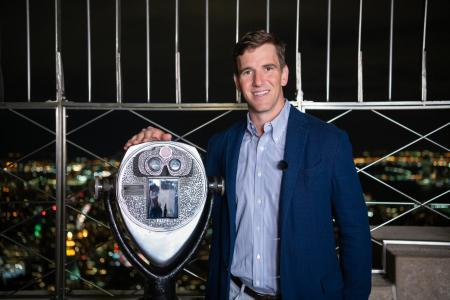Eli Manning visits the Empire State Building