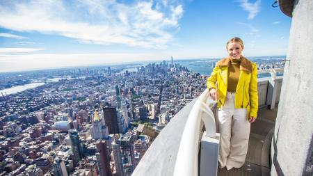 Kristen Bell visits the Empire State Building