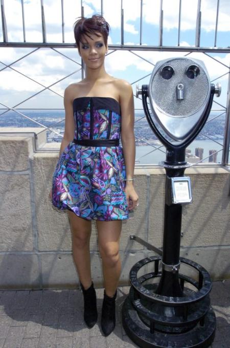 Rihanna visits the Empire State Building