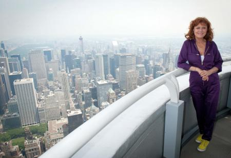 Susan Sarandon visits the Empire State Building