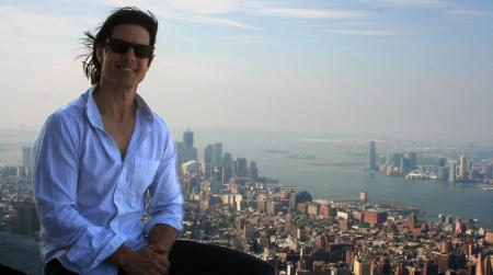 Tom Cruise Visits the Empire State Building