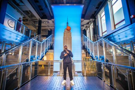 Zion Williamson visits the Empire State Building